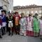Gianduja e le maschere della Famija Turineisa attendono le autorità