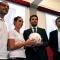 L\'assessore Stefano gallo riceve il pallone firmato dalle atlete