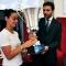 L\'assessore consegna al capitano il trofeo della Città di Torino