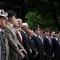 Le autorità durante la deposizione di una corona di alloro al monumento nazionale al Carabiniere