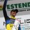 Alberto Contador festeggia sul podio