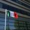 Il tricolore ricopre la targa dedicata a Ottavio Mario Mai