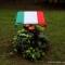 La targa coperta dal Tricolore