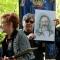 Un fan regala ritratti di Augusto Daolio a Beppe Carletti e Rosy Fantuzzi