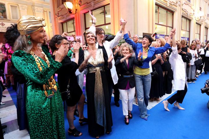 Da Parigi a Marrakech. Iconica sfila in Galleria Umberto I