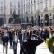 Un momento della commemorazione in piazza Palazzo di Città