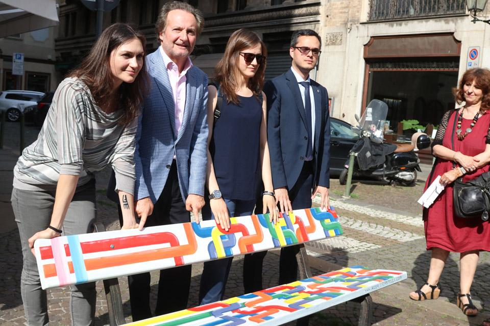 Inaugurate le panchine arcobaleno #peaceandpride