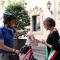 Scuto consegna il gagliardetto ricevuto dal Presidente del Consiglio Comunale di Venezia