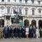 Foto di gruppo davanti a Palazzo Civico, al termine della cerimonia in Sala Rossa